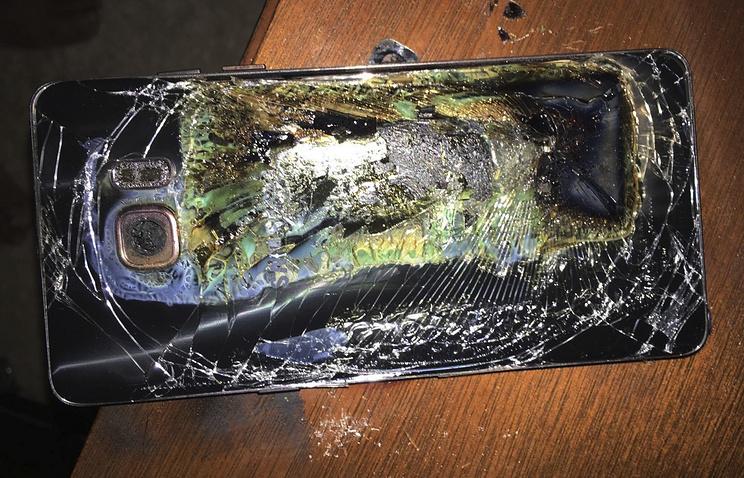Взорвавшийся смартфон Galaxy Note 7 © Shawn L. Minter via AP