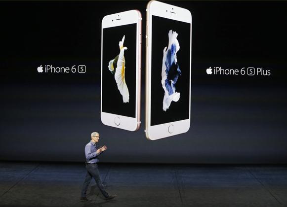 Новые модели iPhone Фото: Beck Diefenbach / Reuters