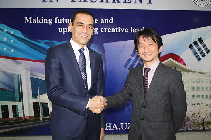 Ректор IUT Сарвар Бабаходжаев и глава представительства NEC в Узбекистане Кожи Накамура, фото www.inha.uz